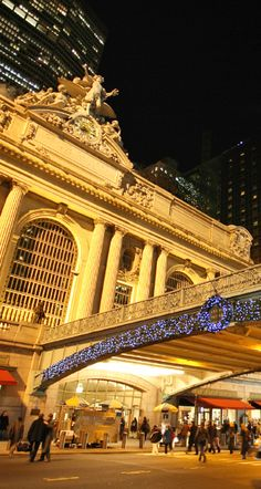 Experience the hustle & bustle of Grand Central Station in #NYC.