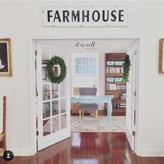 🌿Our Home Girl's Farmhouse Feature🌿 Join my homegirls and I on another Saturday stroll through the home of one of our IG mentors! Kelly @citygirlmeetsfarmboy , Jodi @humble_chair and I all agree that Sharlie from @thefrontporchfarmhouse is amazing! Not only is her feed fabulous, but she is one of the kindest and most welcoming gals to so many other women.  Her traditional farmhouse style brings creativity and depth to the decor world. Swipe to see her spaces and check out our interview…