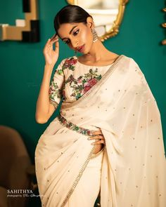 41 Smashing Karva Chauth Outfit Ideas: Trendy and Traditional - Saree Styles Indian Fashion Dresses, Dress Indian Style, Indian Designer Outfits, Indian Outfits, Indian Clothes, Trendy Sarees, Stylish Sarees, Fancy Sarees, Off White Saree