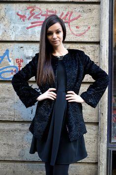 The little black dress in jungla urbană Blazer, Coat, Jackets, Shopping, Dresses, Women, Fashion, Down Jackets, Gowns