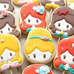 My kind of princesses! #tbt #disneyprincess #originaldesign #princess . Minhas princesas favoritas! #originaldesign #asmaislindas #princesa #dearsweet #dearsweetcookiesco #decoratedcookies #cookiesdecorados #sugarart #belle #snowwhite