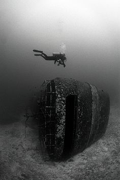 diver_diving_over_wreck_black_and_white_photography