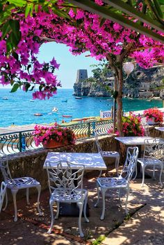 Best Honeymoon Destination Destinations in Italy ★ Honeymoon in Italy Positano Cafe View Best Honeymoon Destinations, Italy Honeymoon, Vacation Places, Amazing Destinations, Dream Vacations, Vacation Spots, Places To Travel, Italy Destinations, Romantic Vacations