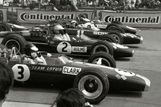 Moments before the start of the Grand Prix 1967. Fastest man in practice was Jim Clark in his Lotus 49, more than 9 seconds faster than Denny Hulme in position two…