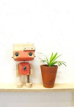 Robot en bois recyclé Le pastel rose