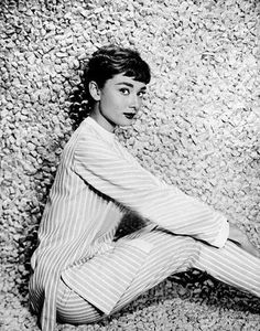 """Audrey Hepburn posing for an advertising campaign on the set of """"Sabrina"""" Classic Hollywood, Old Hollywood, Sabrina 1954, Muse, Audrey Hepburn Style, Cinema, Roman Holiday, Actrices Hollywood, My Fair Lady"""