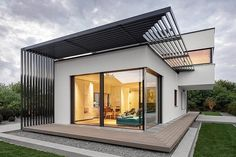 Poing House by Luxhaus - Munich, Allemagne  - Maison contemporaine allemande au design subtilement minimaliste