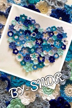 This Pin was discovered by Gen - Salvabrani Crochet Wall Art, Crochet Wall Hangings, Crochet Home, Crochet Crafts, Yarn Crafts, Crochet Projects, Diy And Crafts, Freeform Crochet, Crochet Motif