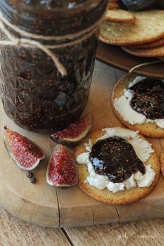 """This looks too yummy for words. Balsamic Peppercorn Fig Jam from """"girl. Fig Recipes, Jelly Recipes, Canning Recipes, Fig Jelly, Jam And Jelly, Sweet Butter, Fig Jam, Pots, Fresh Figs"""