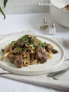 Tagliatelle with beef and creamy pepper sauce Creamy Pepper Sauce Recipe, Creamed Mushrooms, Stuffed Mushrooms, Beef Fillet, Beef Tips, Pesto Sauce, Stuffed Green Peppers, Sauce Recipes, Main Dishes