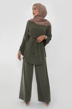 Discover on-trend women's clothing at Veiled a Collection. Shop a wide collection of dresses, skirts, hijabs and more from our New York based designer brand. Modest Fashion Hijab, Modern Hijab Fashion, Hijab Fashion Inspiration, Abaya Fashion, Muslim Fashion, Modest Outfits, Fashion Outfits, Women's Fashion, Mode Abaya