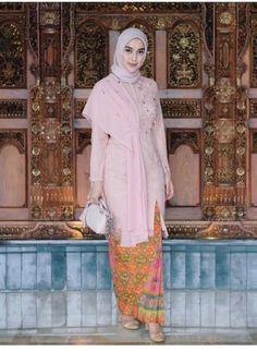 2018 Nov 19 Suka sama make up hijab kerudung semuanya Kebaya Modern Hijab, Model Kebaya Modern, Kebaya Hijab, Kebaya Muslim, Dress Muslim Modern, Muslim Dress, Kebaya Lace, Kebaya Dress, Kebaya Simple