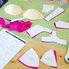A fushia Boylston Bra by Orange Lingerie in process! Sewing Bras, Sewing Lingerie, Sewing Tutorials, Sewing Projects, Clothing Patterns, Sewing Patterns, French Fancies, Diy Bra, Bra Pattern