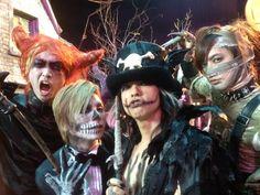 Halloween junky orchestra♡ HYDE, yasu,DAIGO, aki Halloween Iii, Halloween Party, Him Band, Flower Boys, Japanese Artists, Visual Kei, Music Bands, Orchestra, Rock Bands