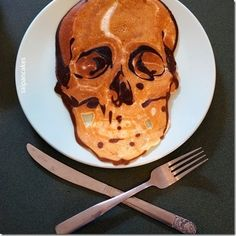 Delicious Pancake Art to Get Your Appetite Going Pate A Pancake, Pancake Art, Bento, Tasty Pancakes, Skull And Bones, Sweets Recipes, Amazing Cakes, Food Art, Food Inspiration