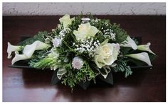 Grafstukje in het wit.   Eigen werk Flower Centerpieces, Flower Decorations, Wedding Centerpieces, Wedding Table, Black Flowers, Fall Flowers, Wedding Flowers, White Wreath, Floral Wreath