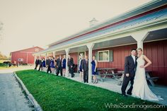 farm wedding party idea