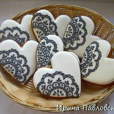 of course. need time. Sugar Cookie Icing, Iced Sugar Cookies, Royal Icing Cookies, Fancy Cookies, Xmas Cookies, Cupcake Cookies, Valentine Desserts, Valentine Cookies, Biscuit Decoration