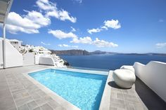 Be immersed in the breathtaking views of Santorini... at SantoriniSecret!