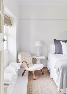 These 12 beautiful bedrooms couldn't be more dreamy, with a strictly white and neutral palette that has made them effortlessly relaxed, calm and serene spaces. Modern Country Bedrooms, Interior Decorating Tips, Summer Decorating, Decorating Ideas, Neutral Bedrooms, Clean Bedroom, Simple Interior, Master Bedroom Design, Master Bedrooms