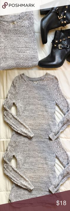 Grey Pullover Grey sweater perfect for layering! Sonoma Sweaters Crew & Scoop Necks