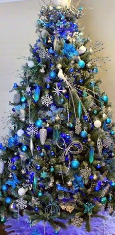 Unique Blue and silver Christmas Tree Decor Ideas. A beautiful Christmas tree can awaken the Christmas spirit of everyone who sees it. Make sure your Christmas tree looks charming and classic with … Frosted Christmas Tree, Creative Christmas Trees, Silver Christmas Tree, Beautiful Christmas Trees, Colorful Christmas Tree, Christmas Tree Themes, Noel Christmas, Xmas Decorations, All Things Christmas