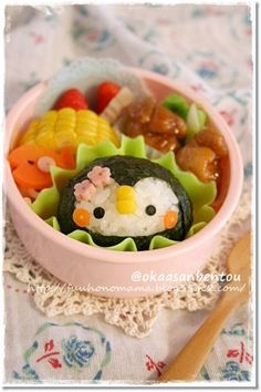 penguin bento, reminds me so much of Shadow at the Water's Edge!!
