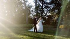 Photographer Reception Halls, City Wedding Venues, Wedding Cinematography, Library Wedding, Photographers Near Me, Wedding Costs, New York Wedding, Wedding Videos, Destination Wedding Photographer