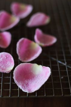 Candied rose petals, if this isn't fancy idk what is! Sweet Desserts, Dessert Recipes, Sweet Recipes, Yummy Treats, Sweet Treats, Saffron Recipes, Fondant, Food Patterns, Food Test