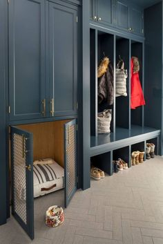 Custom indigo blue and brass dog kennel is home in this mudroom Hallway Kitchen Mudroom Modern Coastal Transitional by Murphy 038 Co Design Custom i… – Mudroom Entryway Mudroom Laundry Room, Laundry Room Design, Mudroom Benches, Kitchen Design, Mud Room Lockers, Mudroom Cabinets, Boot Room Utility, Flur Design, Bed Design