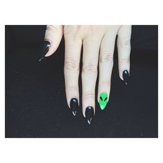Black stiletto nails with little green alien. Black stiletto nails with little green alien. Black Stiletto Nails, Black Stilettos, Pointed Nails, Cute Nails, Pretty Nails, My Nails, Alien Nails, Nail Games, Halloween Nails