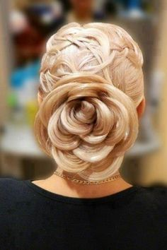 Gorgeous up do, Rose bun- Remember this one for next year's military ball. Creative Hairstyles, Pretty Hairstyles, Girl Hairstyles, Wedding Hairstyles, Rose Hairstyle, Wedding Updo, Flower Hairstyles, Rose Wedding, Fashion Hairstyles