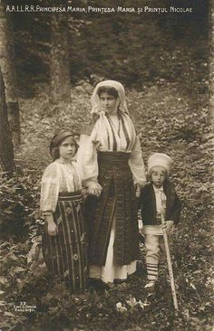Regina Maria a României în costum popular - Queen Marie of Romania dressed in traditional costume Princess Victoria, Queen Victoria, Folk Costume, Costumes, Greek Royal Family, Princess Alexandra, Queen Mary, My Heritage, Ferdinand