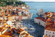 Thinking Piran in Slovenia is one of the loveliest, and one of the best-preserved historical towns anywhere along the Adriatic coast. Your impression? Costa, Places To Travel, Places To Visit, Visit Slovenia, Bohinj, Julian Alps, Wanderlust, Lake Bled, Pamukkale