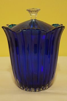 VINTAGE COBALT BLUE GLASS TULIP VASE DISH w/LID ~MINT~ Antique Bottles, Vintage Bottles, Antique Glass, Or Antique, Bleu Cobalt, Blue Dishes, Tulips In Vase, Cobalt Glass, Clay Vase
