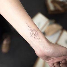 15+ Delicately Beautiful Tattoos By South Korean Artist Hongdam  http://www.boredpanda.com/minimalist-tattoo-hongdam-korea/