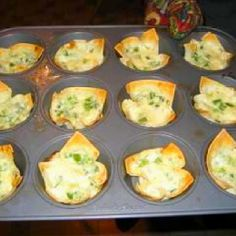 Ingredients: 1 ounce) can crabmeat, drained, flaked (may substitute for artificial crab meat) 4 ounces cream cheese cup green onion cup mayonnaise 12 wonton wrappers paprika (optional) D… Crab Wontons, Crab Rangoon Dip, Crab Rangoon Recipe, Crab Meat Recipes, Appetizer Recipes, Snack Recipes, Party Recipes, Yummy Appetizers, Yummy Snacks