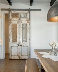 37 Timeless Farmhouse Dining Room Design and Decor Ideas that .- 37 Timeless Farmhouse Dining Room Design- und Dekor-Ideen, die einfach charmant sind – Hause Dekore 37 Timeless Farmhouse Dining Room Design and Decor Ideas That Are Simply Charming # - Antique French Doors, French Antiques, Vintage Doors, Antique Doors For Sale, Art Antique, Antique Desk, Antique Wood, Quinta Interior, The Doors