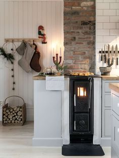 Home Interior Wood Retro Home Decor, Cheap Home Decor, Vintage Decor, European Home Decor, Scandinavian Home, Beautiful Kitchens, Kitchen Interior, Home And Living, Home Kitchens