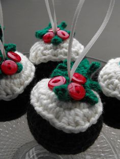 Crochet Christmas Pudding Decoration. Not a free pattern but good inspiration..
