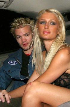 Paris Images, Paris Pictures, Mtv Movie Awards, Billboard Music Awards, Deryck Whibley, Paris And Nicole, Pink Streaks, Randy Jackson, 2000s Fashion Trends