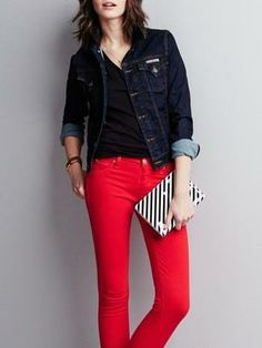 Red jeans are making this outfit pop!