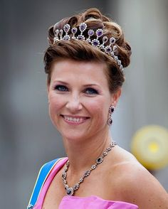 The Royal Order of Sartorial Splendor: Tiara Thursday: The Amethyst Necklace Tiara