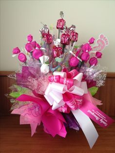 IT'S A GIRL - Un bouquet para desear lo mejor a la futura mamá de una niña en su Baby Shower.  Tambien disponible en colores de niño.   A Candy Bouquet to wish the best to the expectant mother of a girl at her Baby Shower.  Also available in baby boy colours.