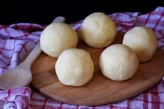Learn how to make this easy keto fathead dough recipe. It can be used to create pizza crust, rolls, bagels, danish, biscuits and other delicious keto snacks Can You Freeze Potatoes, How To Make Potatoes, What Are Dumplings, How To Reheat Rice, Potato Dumpling Recipe, Crescent Roll Appetizers, Fathead Dough Recipe, Potatoes In Microwave, Frozen Potatoes