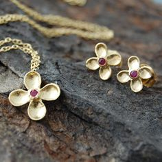 Gold Red Sapphire Clover Earrings Pendant Necklace Set - 18k Gold.