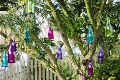 Bring an explosion of colour and playfulness to any outdoor party with these hanging bottle lanterns! Diy Supplies, Tea Light Holder, Outdoor Entertaining, New Furniture, Gaia, Garden Projects, Some Fun, Tea Lights, Lanterns
