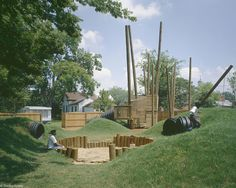 Like the seating space. an alternative playground using reclaimed materials Wood Slat Wall, Wood Slats, Rural Studio, Auburn University, Built Environment, Beautiful Buildings, Kids Playing, Home Crafts, Playground