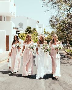 10 Things You Should Know Before Shopping For Your Wedding Dress – Wedding Dress Ideas Wedding Photography Tips, Wedding Photography Inspiration, Wedding Inspiration, Bridesmaids And Groomsmen, Bridesmaid Dresses, Bridesmaid Pictures, Wedding Trends, Wedding Styles, Wedding Ideas