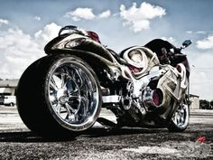 A spicy southeastern blend of diamond cuts, candy colors and big, fat rubber on this custom 2004 Suzuki Hayabusa!